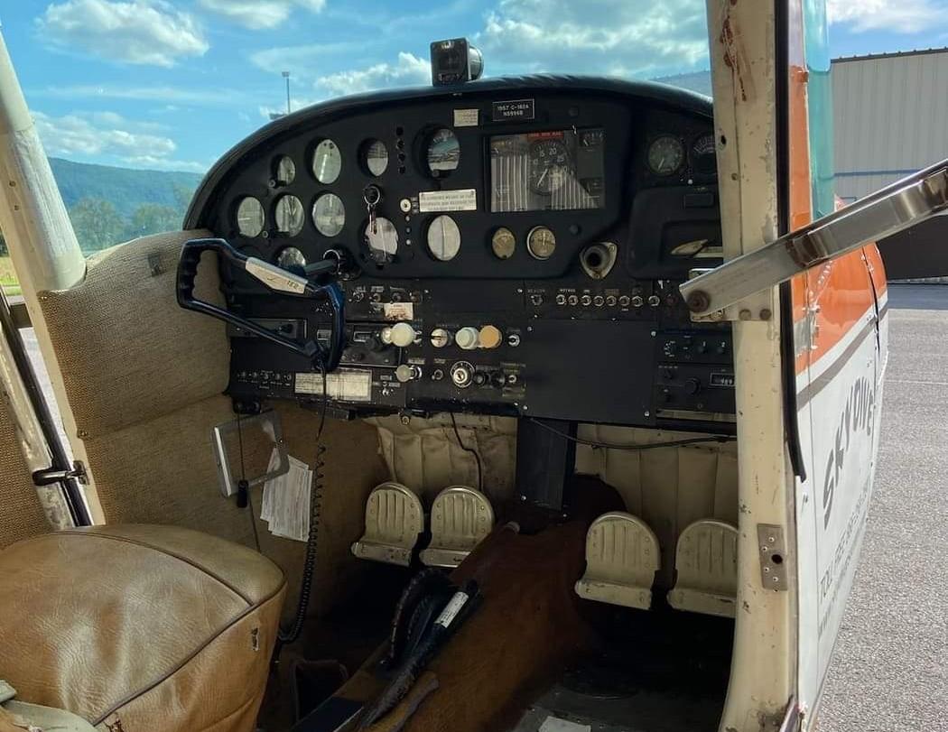 1957 Cessna 182